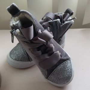 Toddler girls bow tie sneakers size 6
